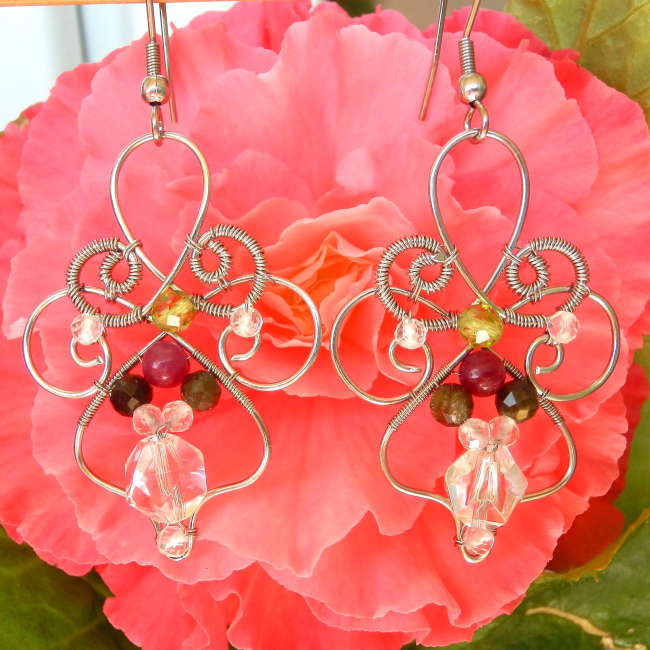740a3def55 Květinové náušnice s rubínem